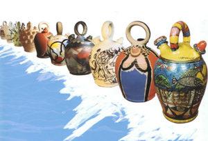 La muestra está integrada por botijos decorados por artistas consagrados, acompañados de textos de autores como Raúl del Pozo o Carmen Rigalt, entre otros. Veintiséis botijos decorados por artistas de […]